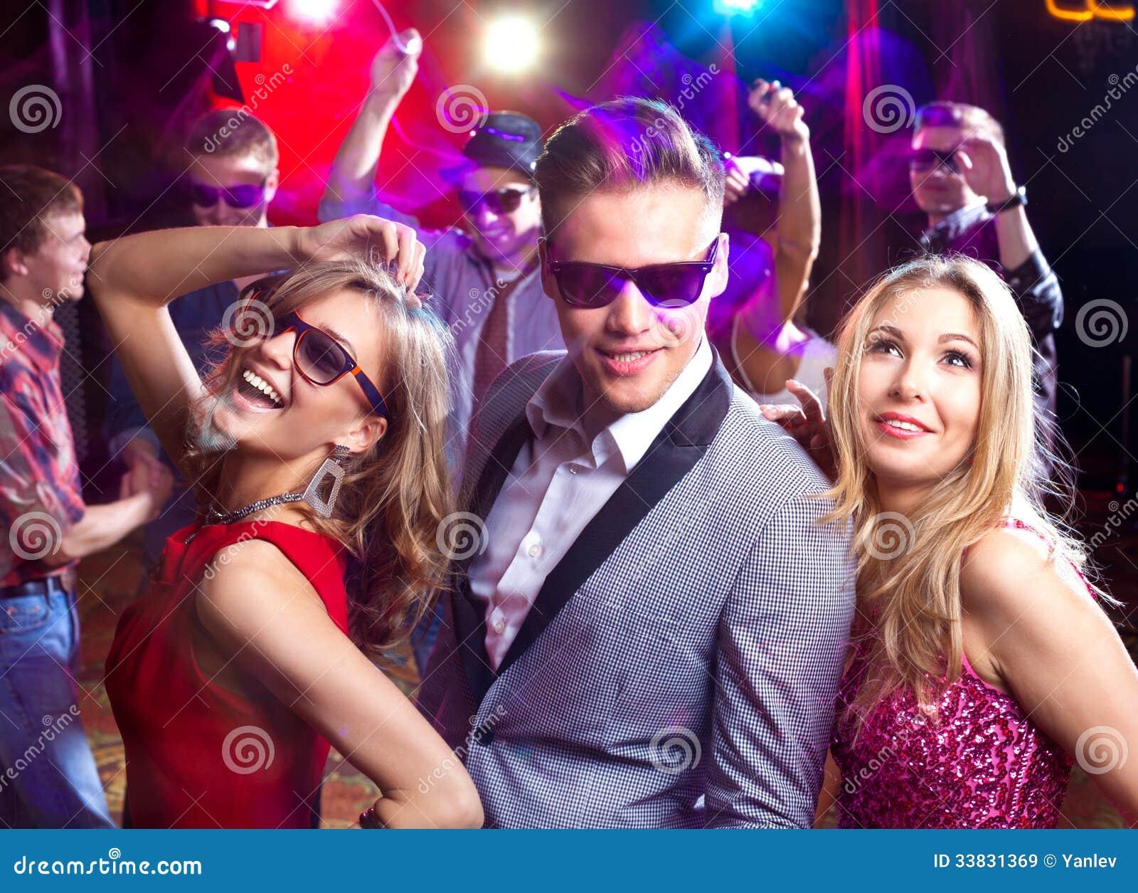 teebee  |People Having Fun In A Club