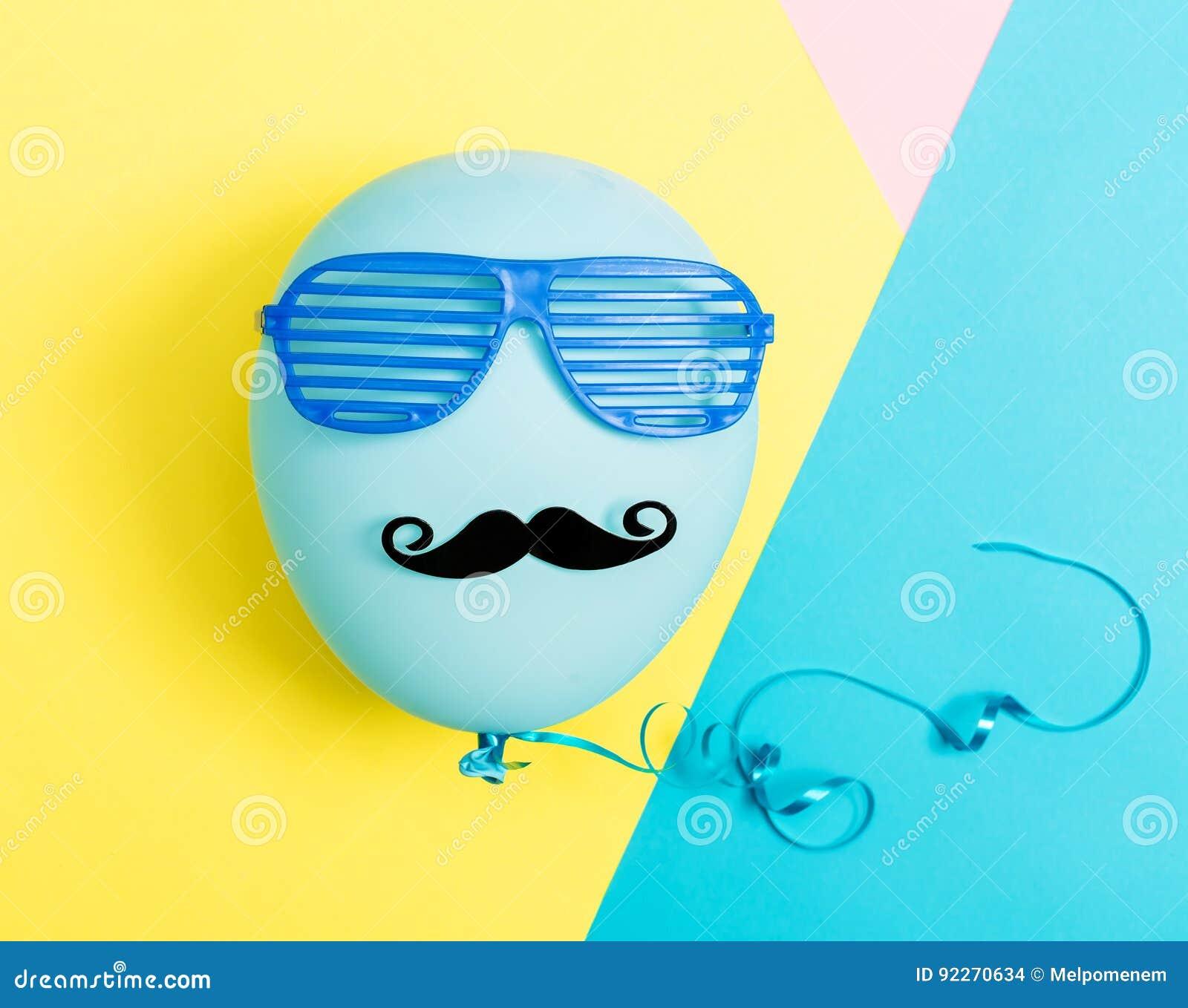 Partyjny temat z balonu, wąsa i żaluzi cieniami,