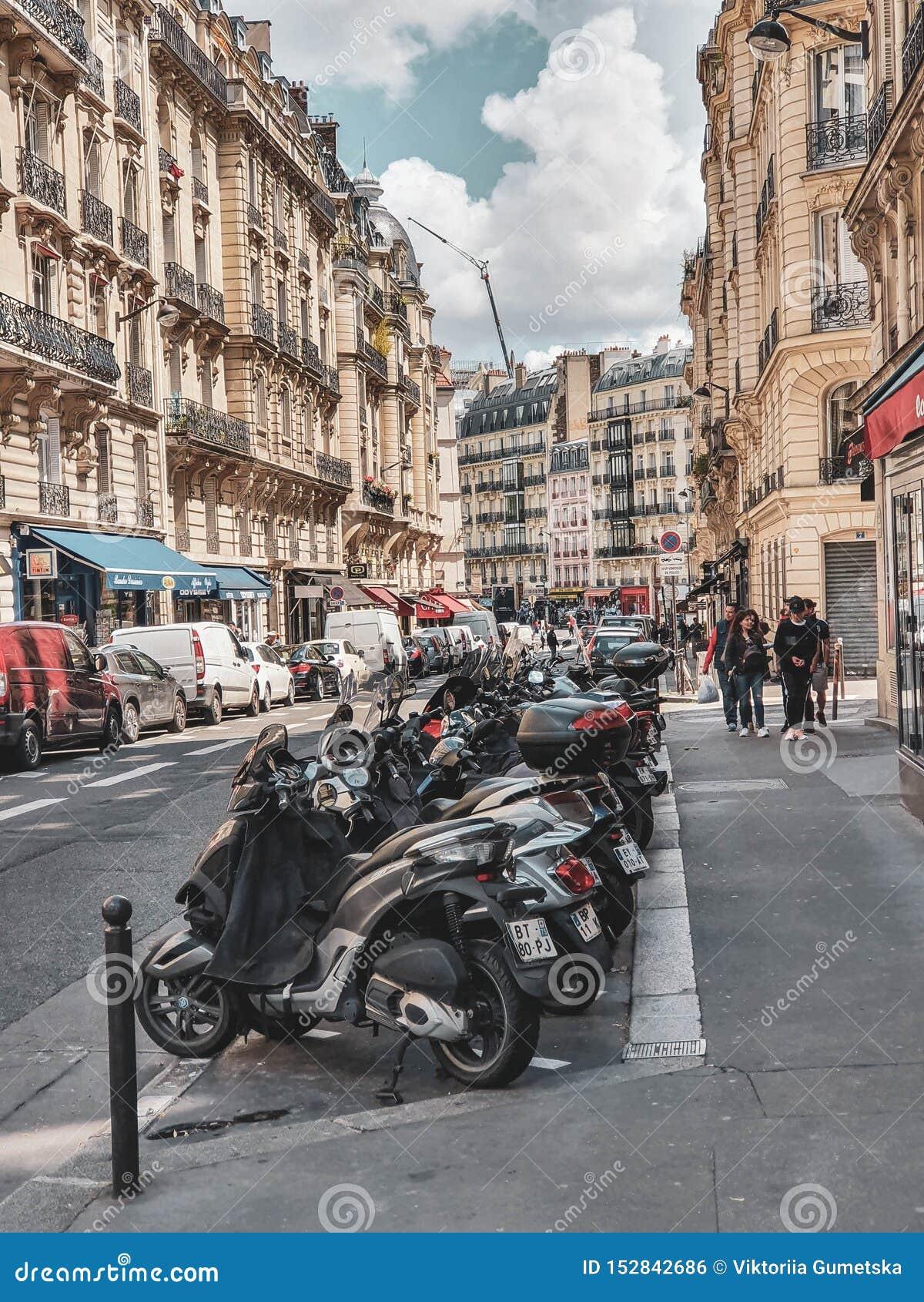 Paryż, Francja, Czerwiec 2019: Ulicy kapitał Francja