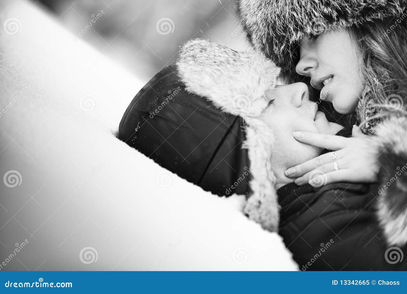 Pary całowania śniegu potomstwa