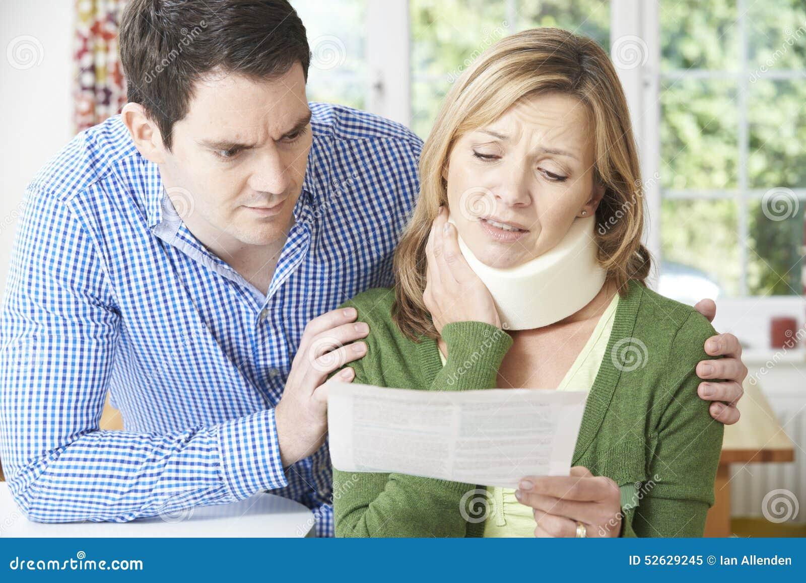 Pary czytania list W związku z żony szyi urazem