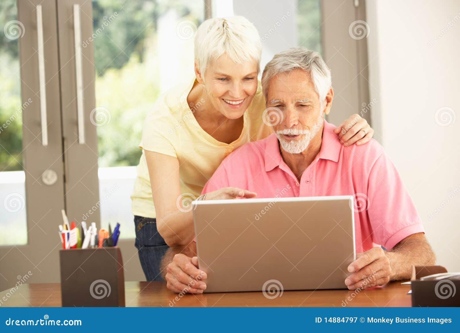 Pary domowego laptopu starszy używać