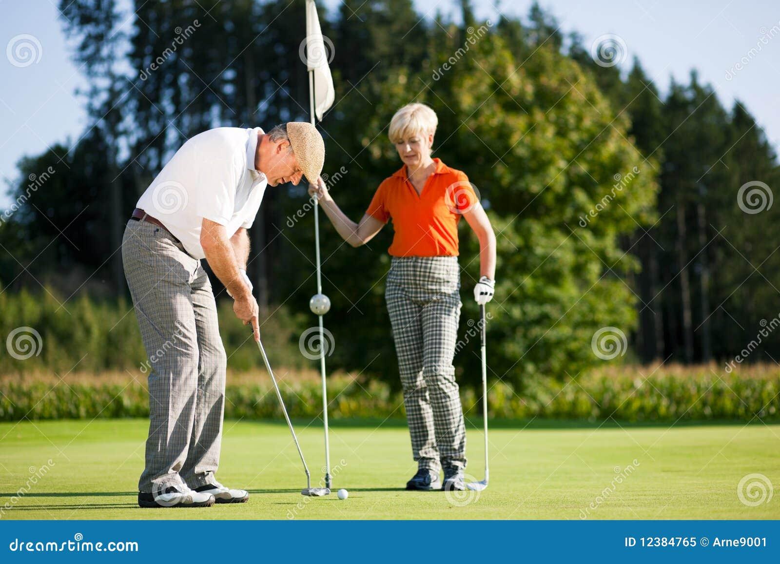 Pary golfa dojrzały bawić się