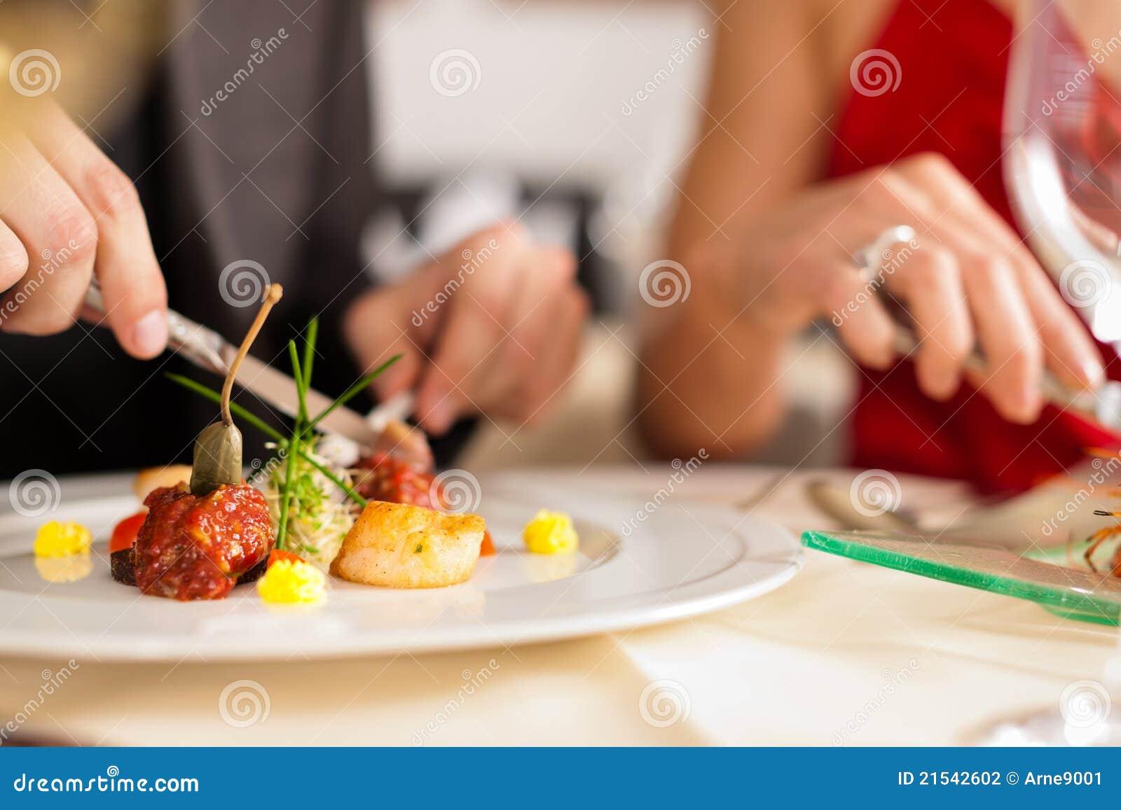 Pary obiadowego łasowania dobry restauracyjny bardzo