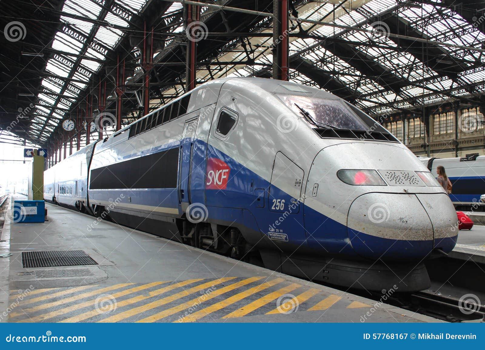 PARYŻ, WRZESIEŃ - 04: TGV prędkości francuza wysoki pociąg