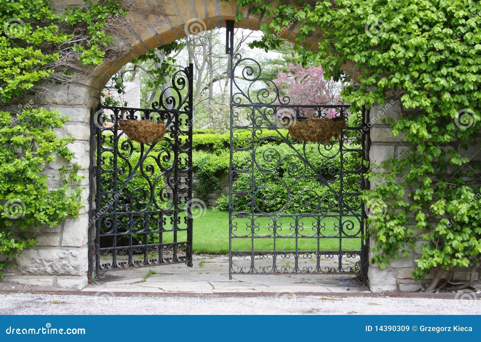Parzialmente apra il cancello