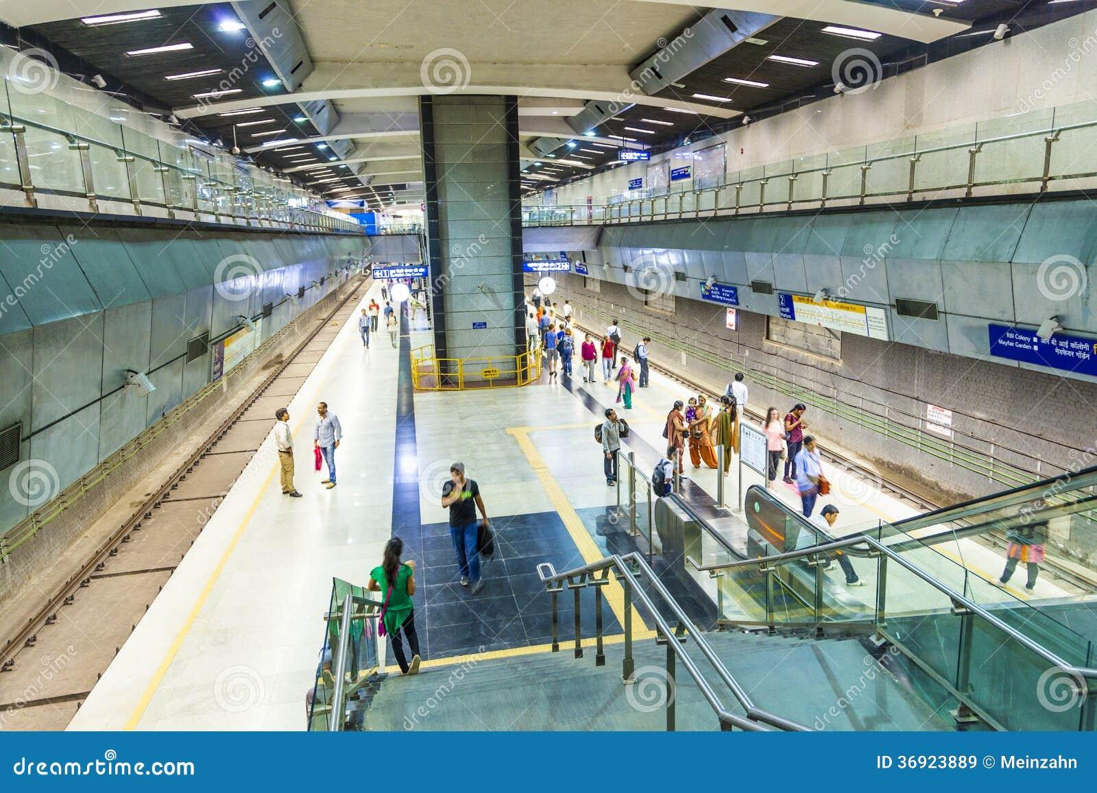 Pasażery zsiada metro