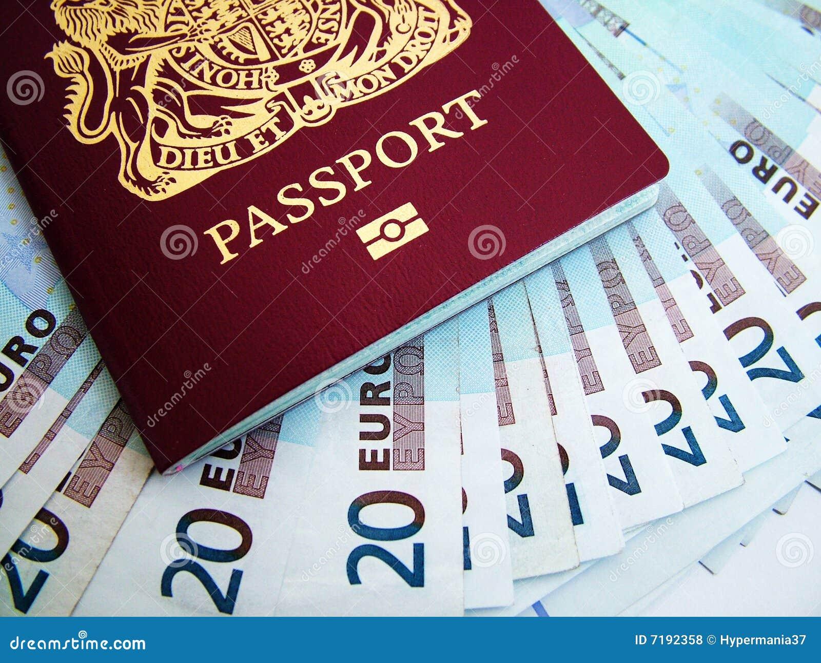 Pasaporte y euros