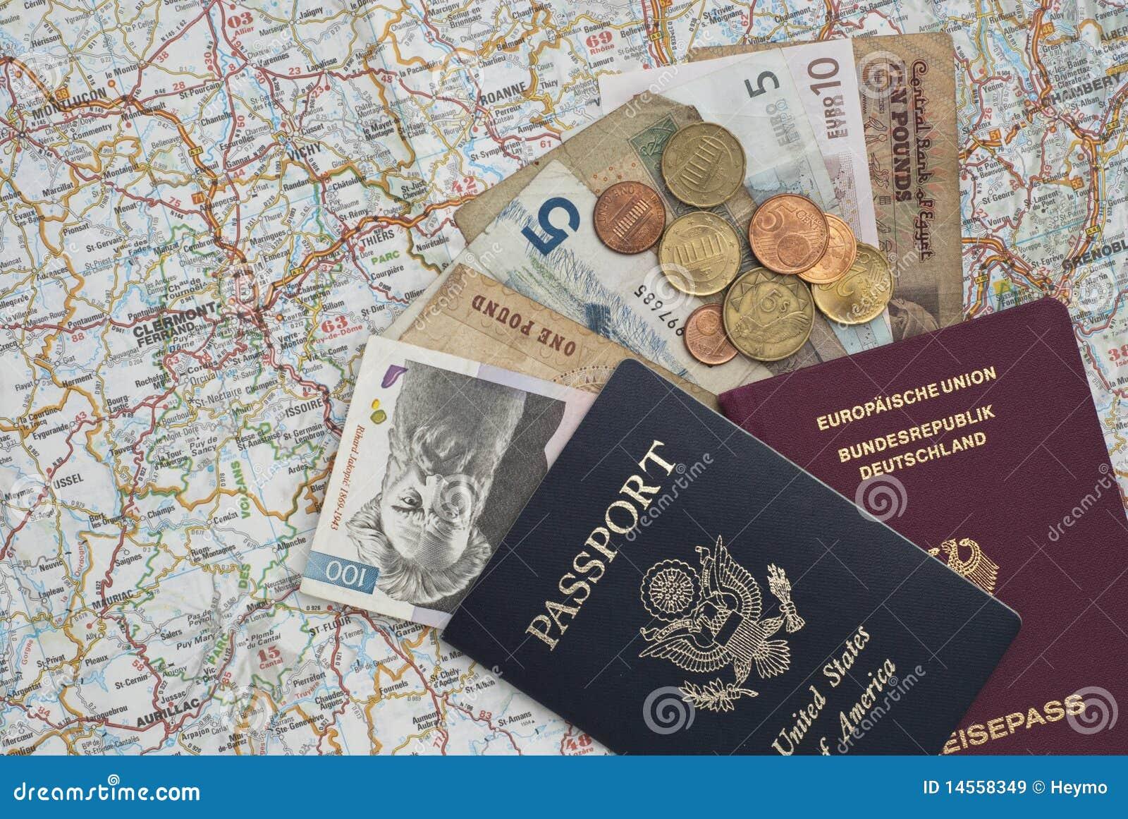 Pasaportes y dinero en una correspondencia