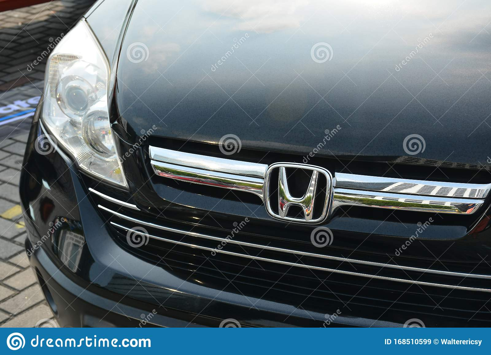 Honda Crv Suv At Bumper To Bumper 15 Car Show Editorial Stock Image Image Of Market Modified 168510599