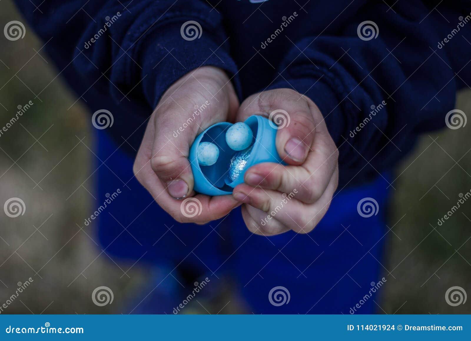 Pascua azul trata en manos del ` un s del niño