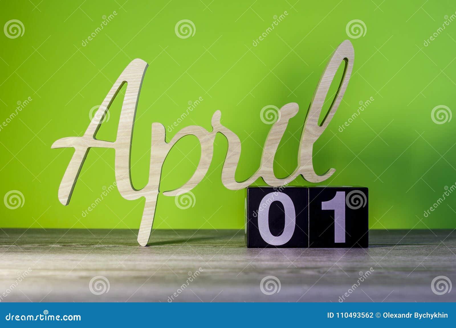 Pascua Feliz 1 De Abril Día 1 De Mes Calendario En La Tabla De