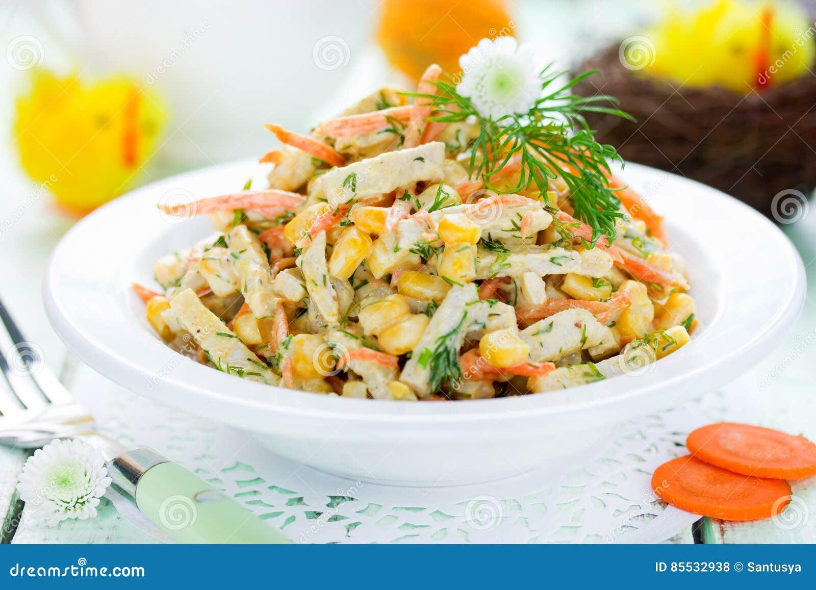 Pasen voorgerechtsalade met graan wortel ham stock foto