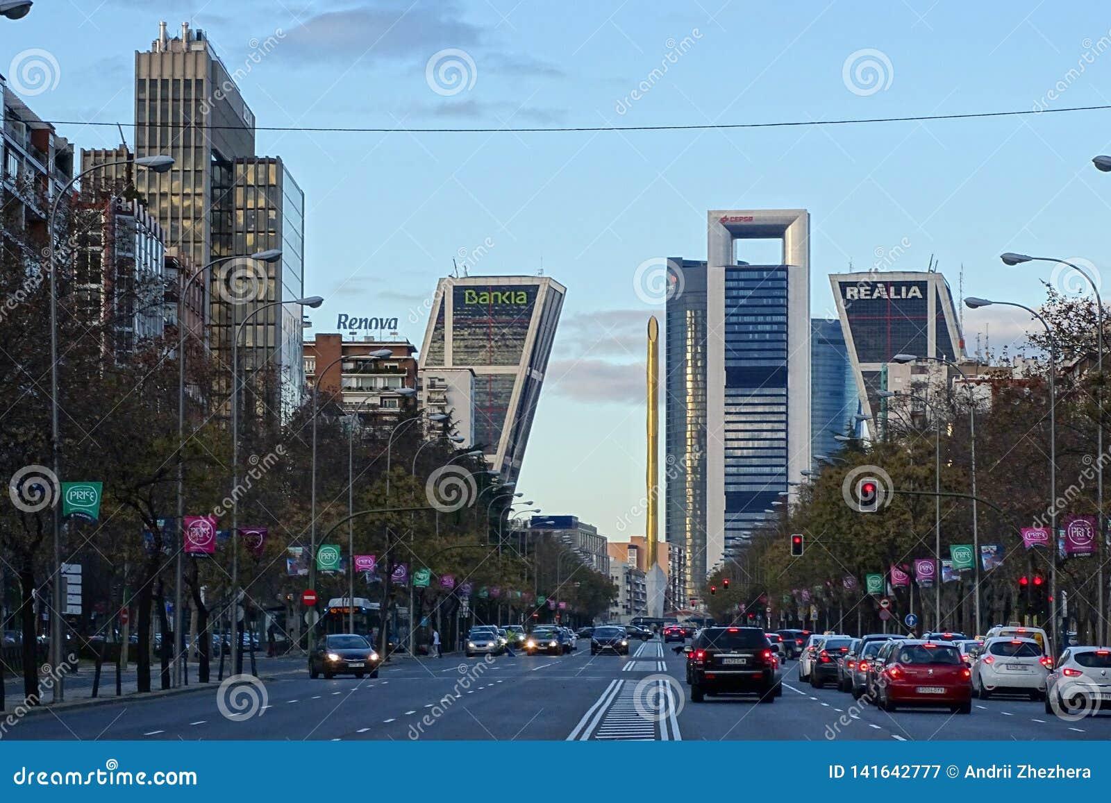 Paseo DE La Castellana weg in Madrid, Spanje