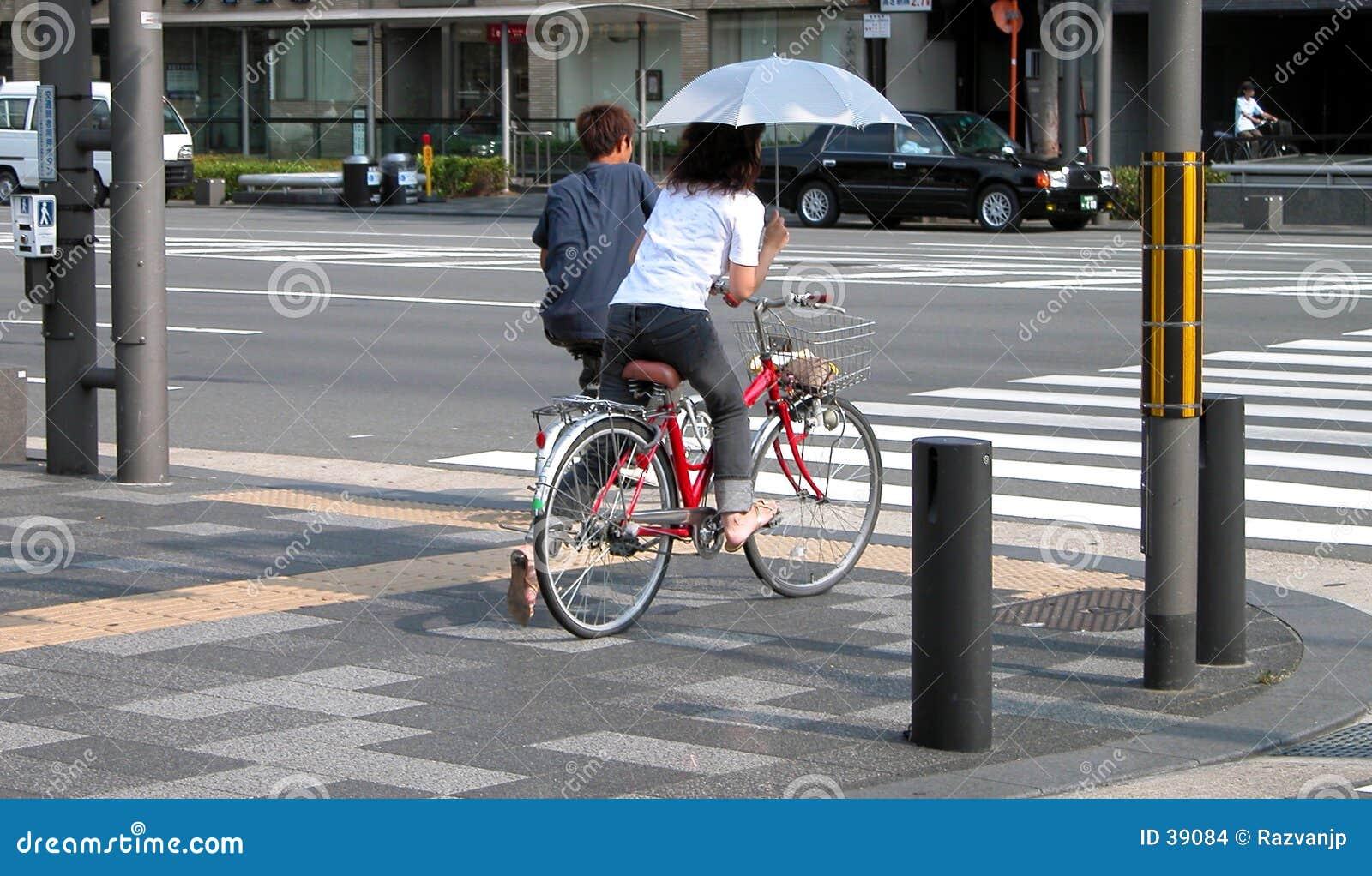 Download Paseo de la ciudad ..... foto de archivo. Imagen de carrocería - 39084