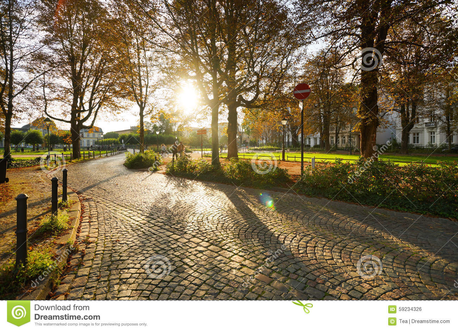 Download Paseo De La Gente En El Parque Foto editorial - Imagen de gente, belleza: 59234326