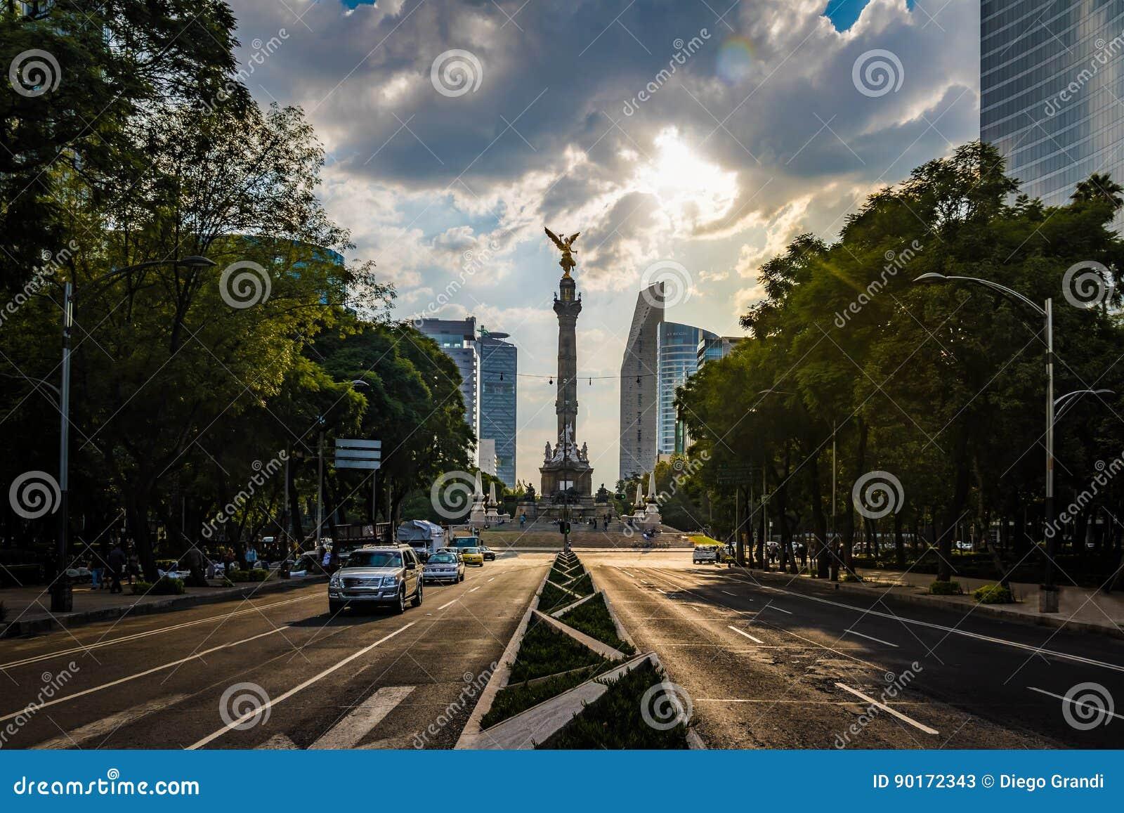 Paseo De Los Angeles Reforma aleja i anioł niezależność zabytek - Meksyk, Meksyk