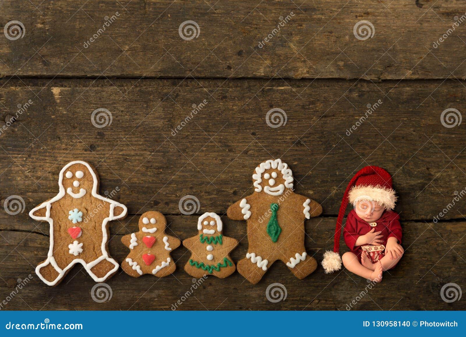Pasgeboren baby met de familie van het peperkoekkoekje