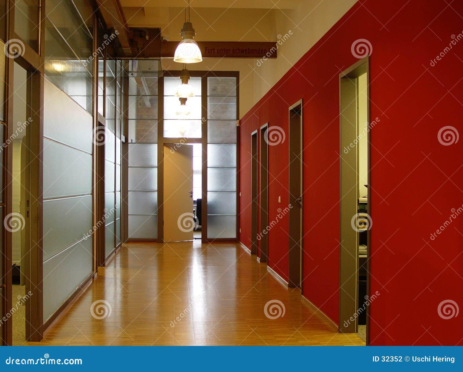 Download Pasillo foto de archivo. Imagen de rojo, puerta, negocios - 32352