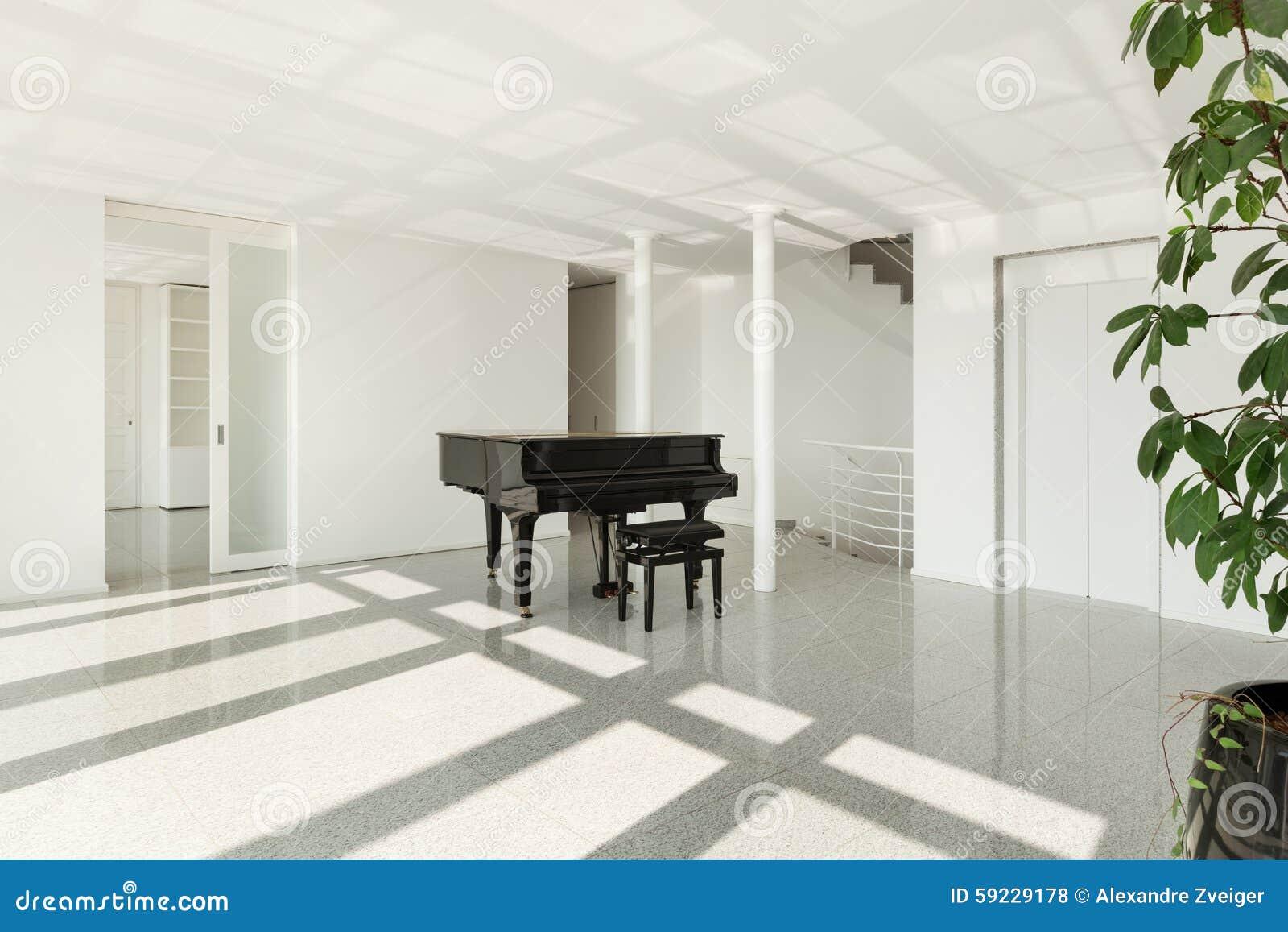 Pasillo con el piano de cola