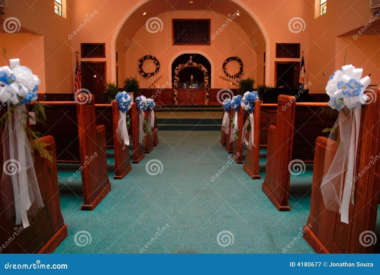 Pasillo de la iglesia para la boda
