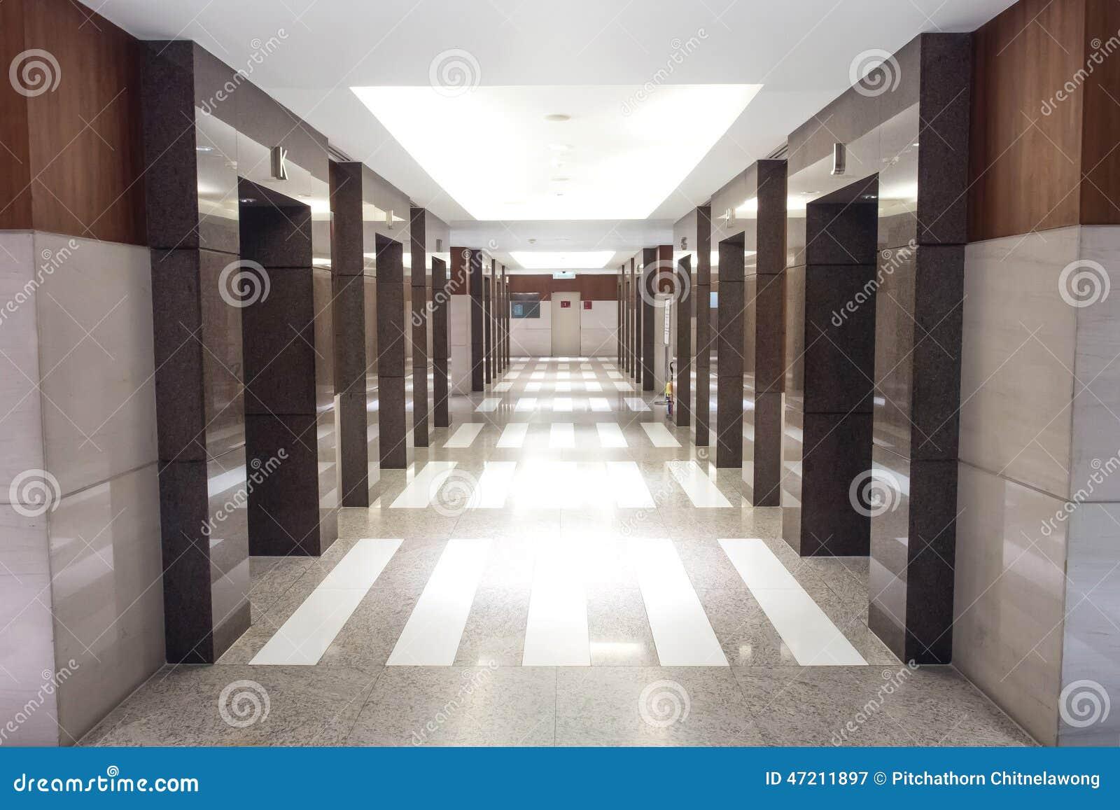 Pasillo del elevador en perspectiva