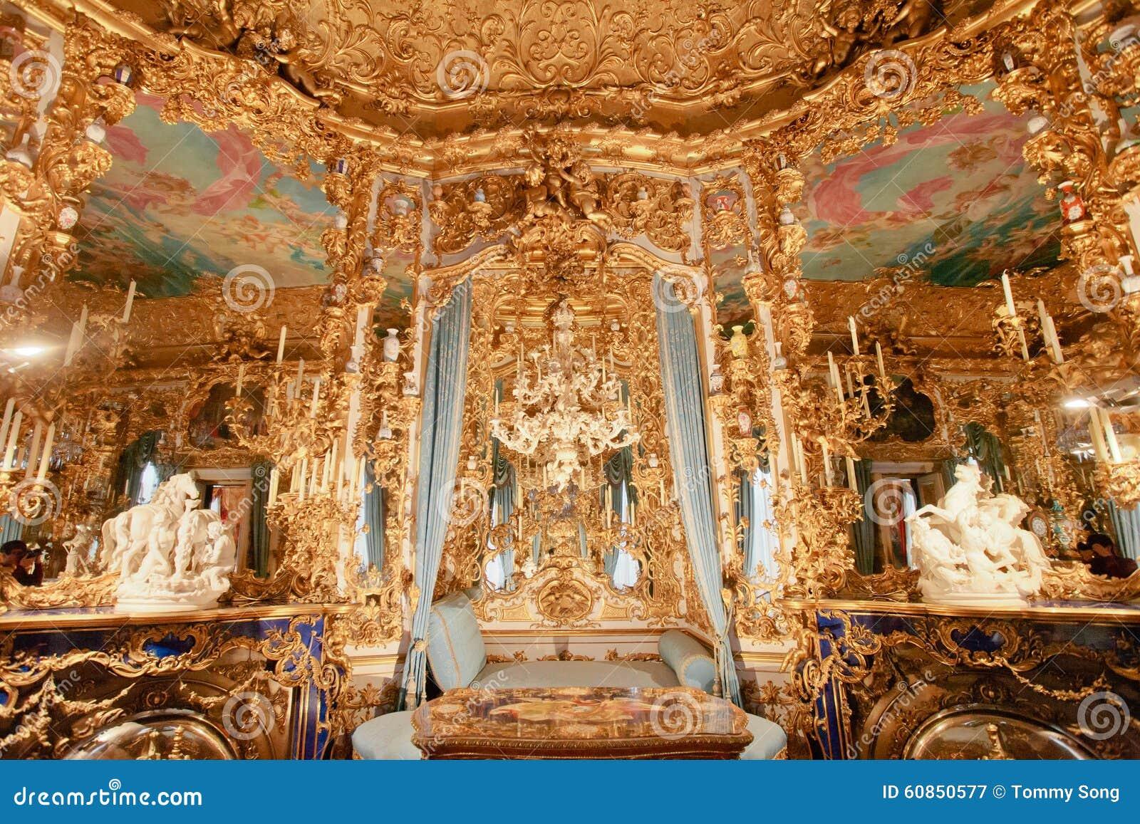 Pasillo del palacio de Linderhof de espejos