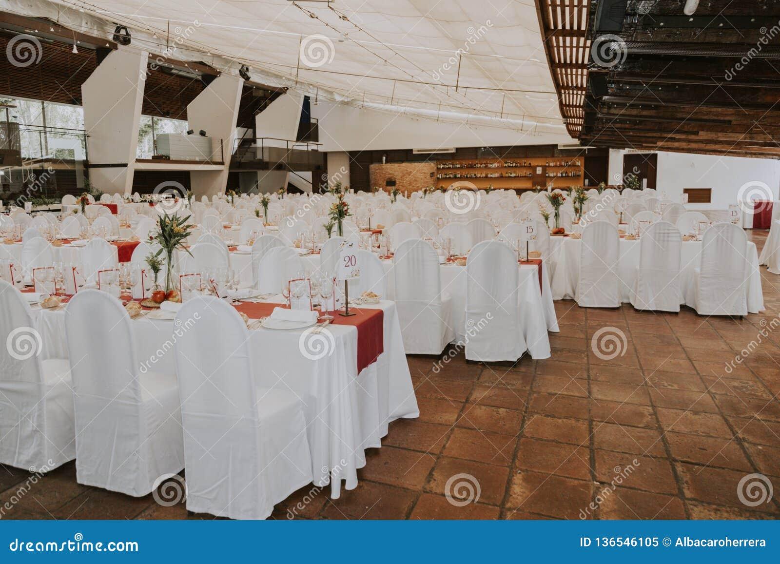 Pasillo vacío de la boda