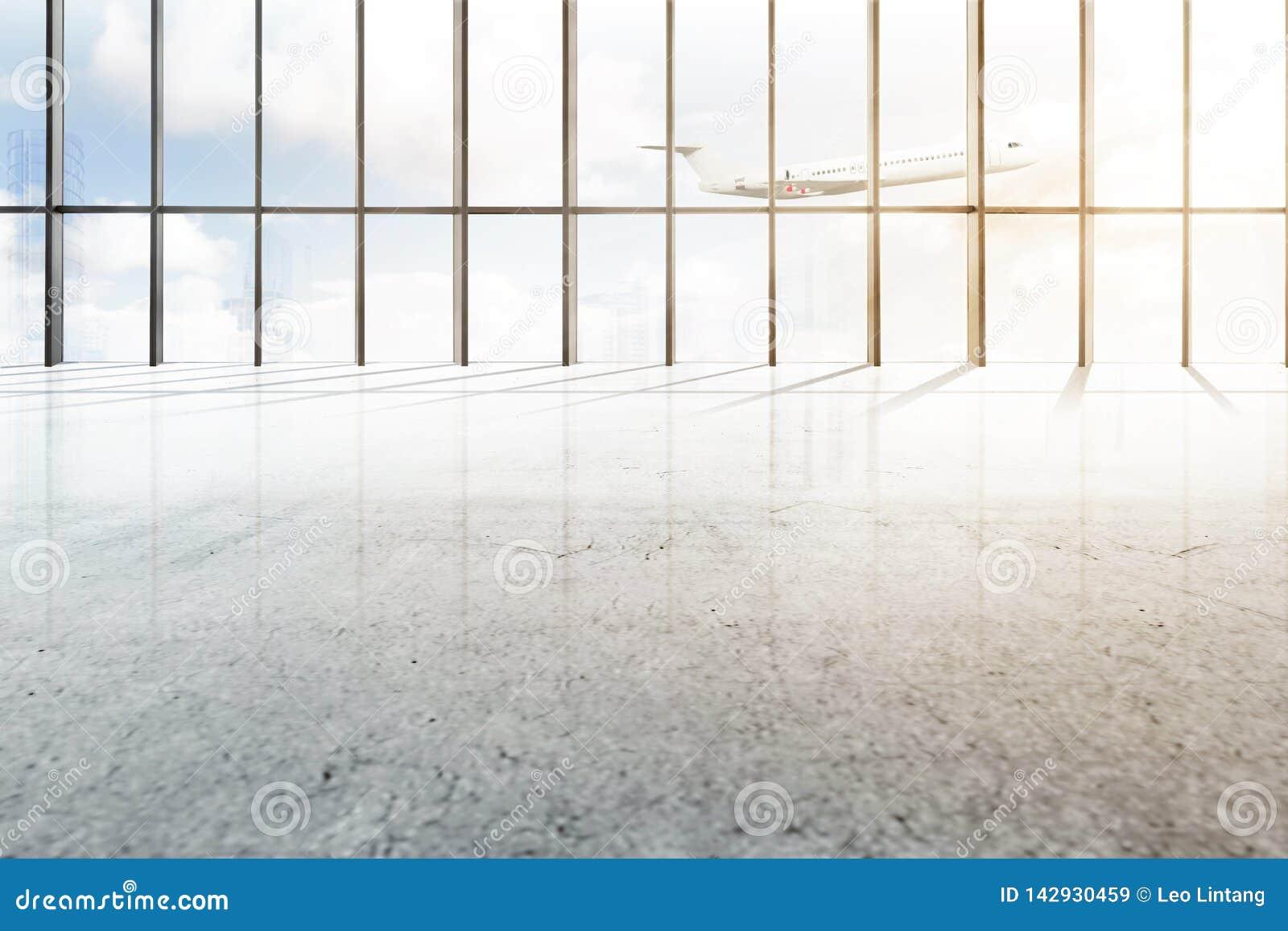 Pasillo vacío del aeropuerto con la ventana del vidrio y del aeroplano que vuela