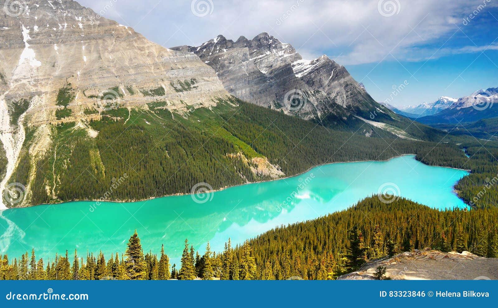 Pasmo Górskie krajobraz i jezioro, Kanada