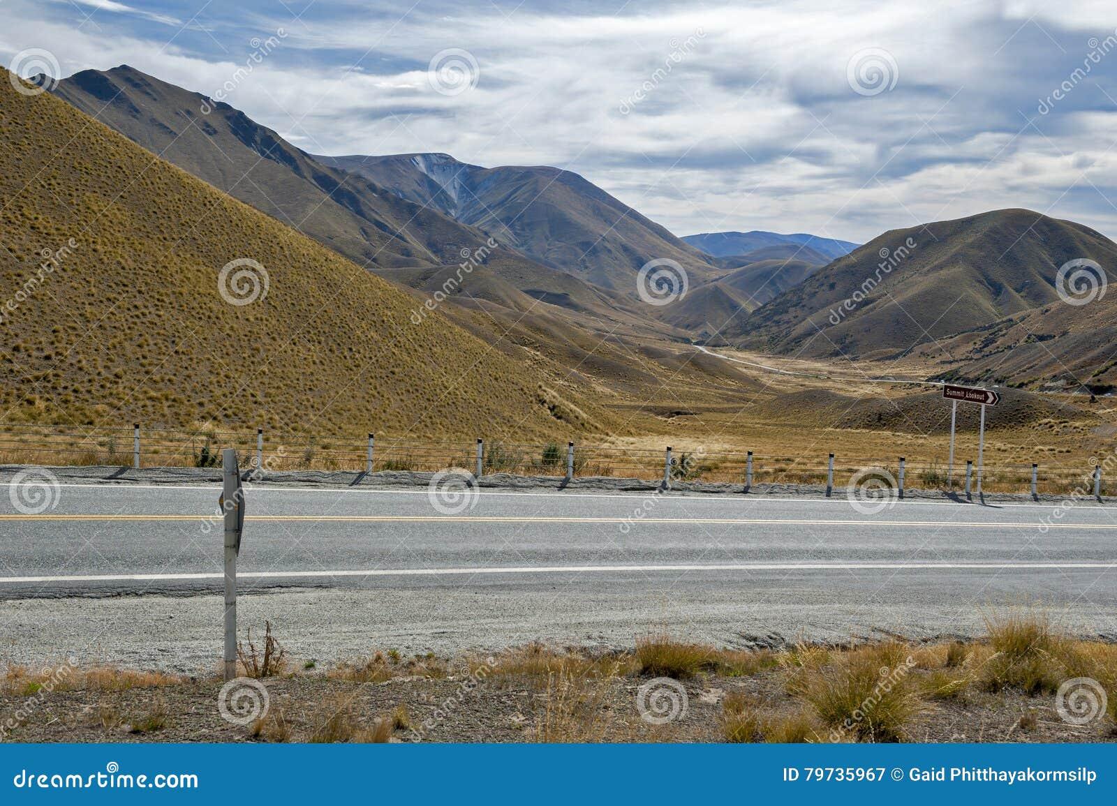 Paso que miente entre los valles del Lindis y los ríos de Ahuriri, isla del sur de Lindis de Nueva Zelanda