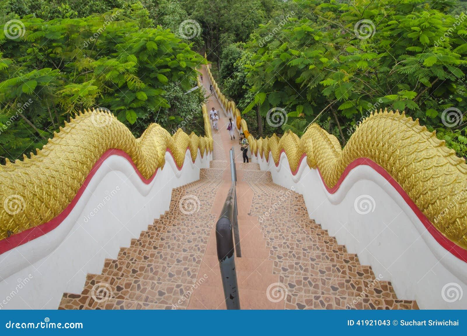 Pasos tailandeses del templo