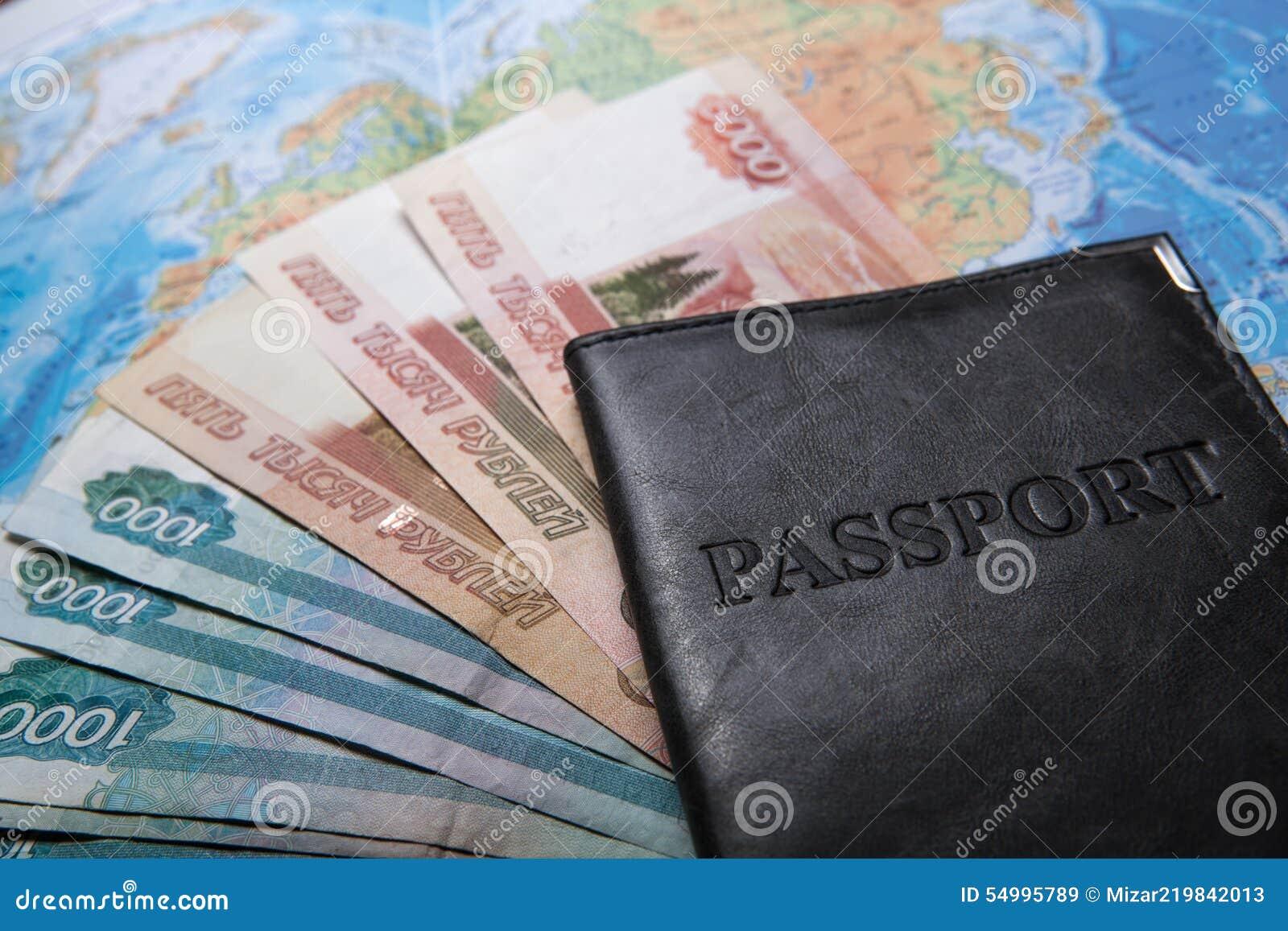 Pass i påsen på en översikt med sedlar