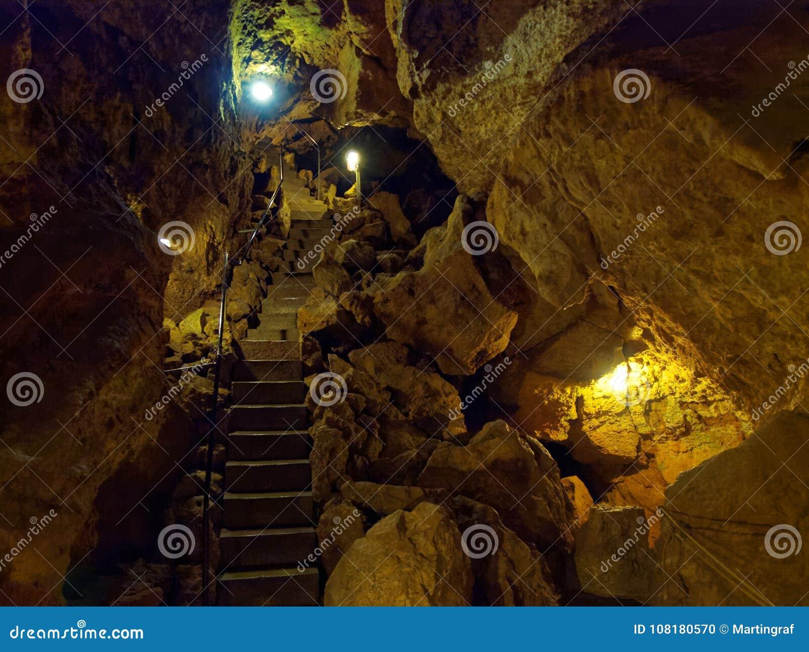 Passage à l intérieur de la caverne Tiefenhoehle de mine