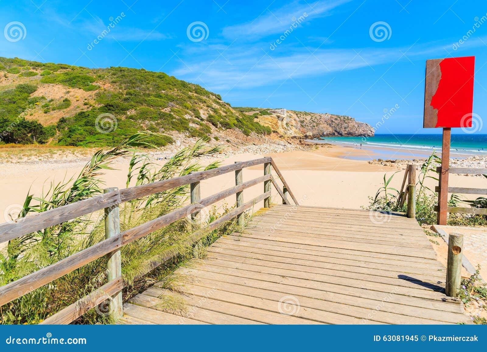 Download Passage Couvert à La Plage De Zavial Image stock - Image du planche, océan: 63081945