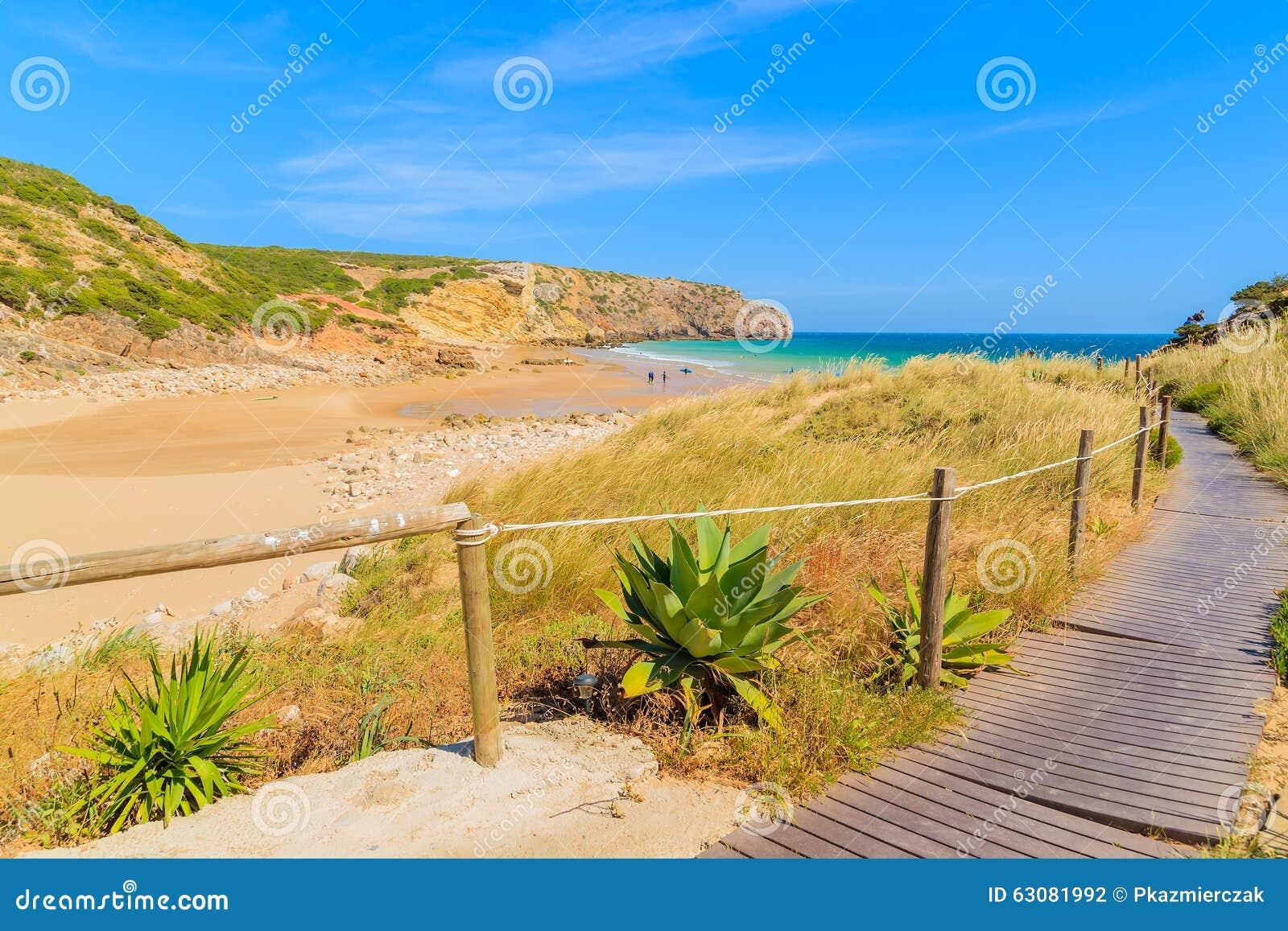 Download Passage Couvert à La Plage De Zavial Photo stock - Image du roche, rivage: 63081992
