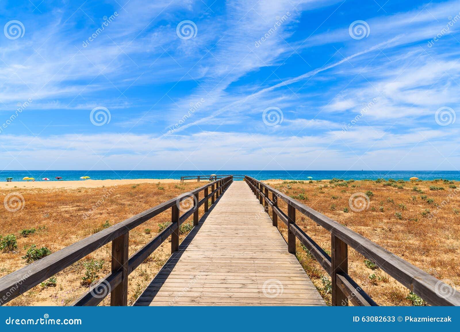 Download Passage Couvert à La Plage Sablonneuse Image stock - Image du horizontal, nuage: 63082633