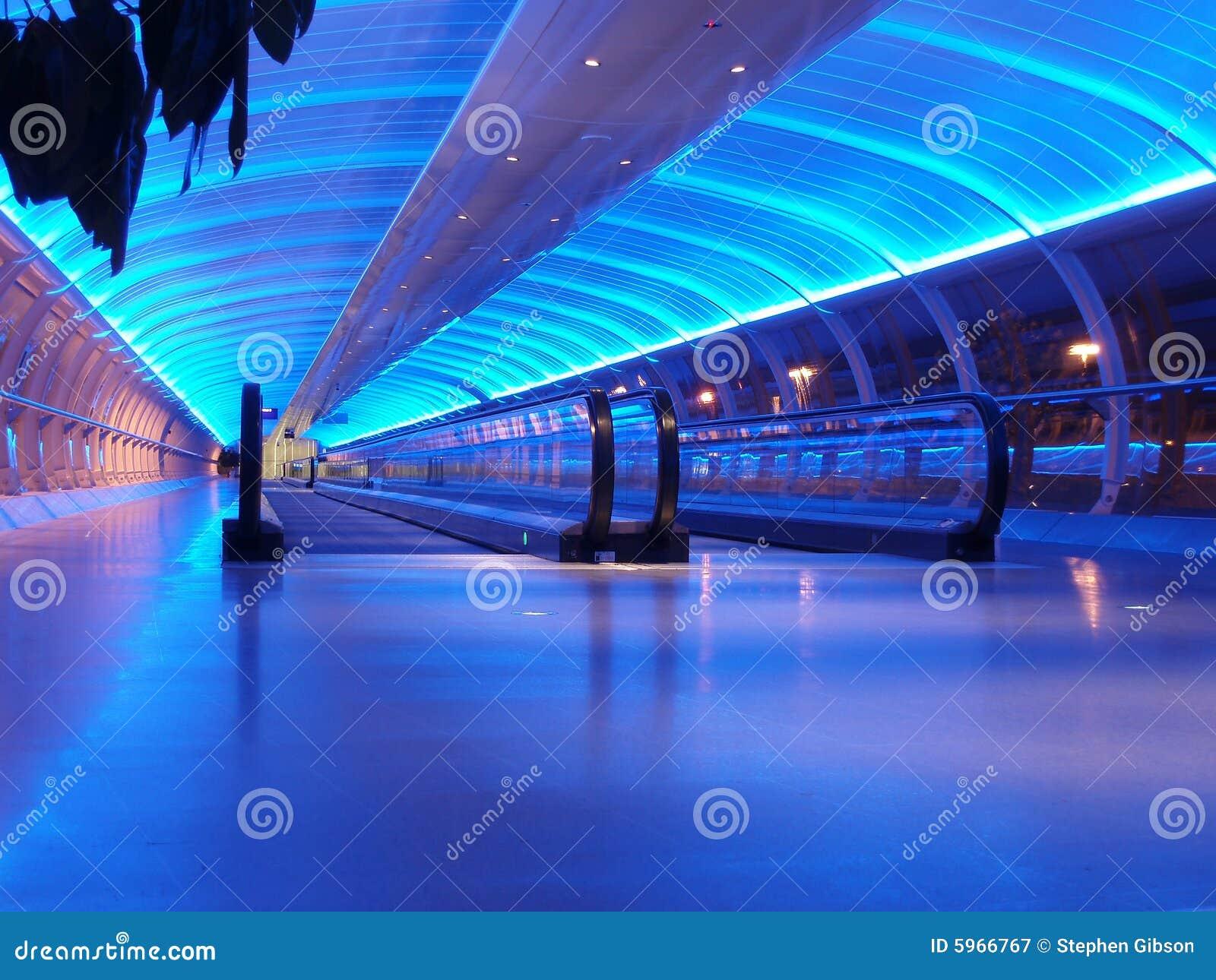 Passage couvert d aéroport