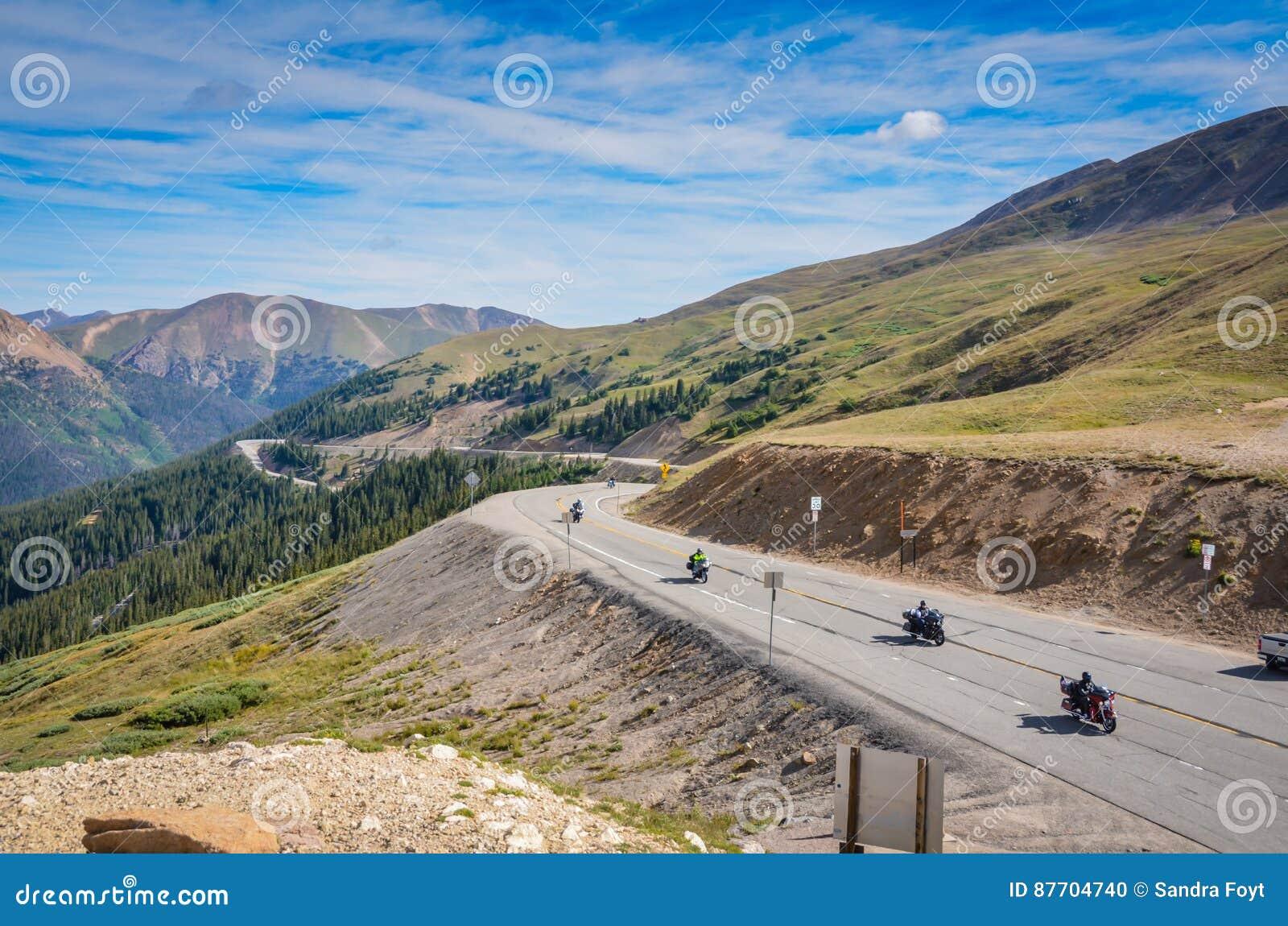 Passage de Motorcyles - de Loveland - le Colorado