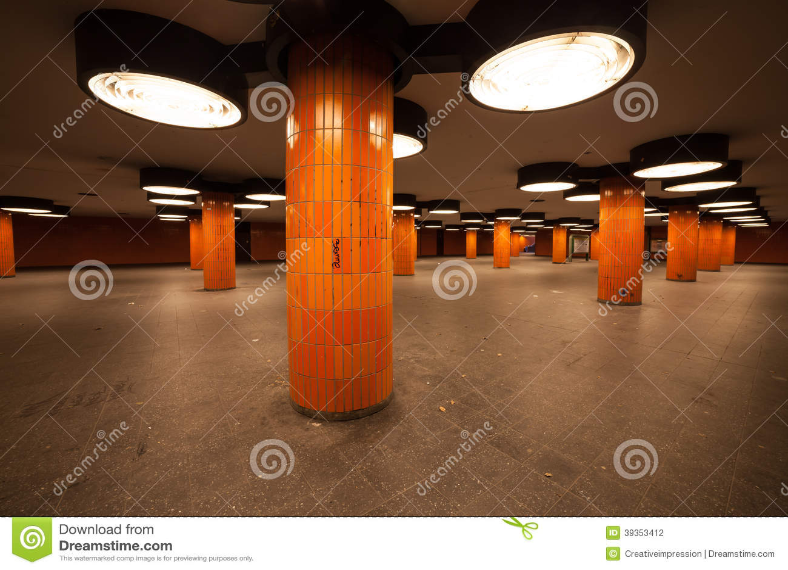 passage souterrain berlin photo stock image 39353412. Black Bedroom Furniture Sets. Home Design Ideas