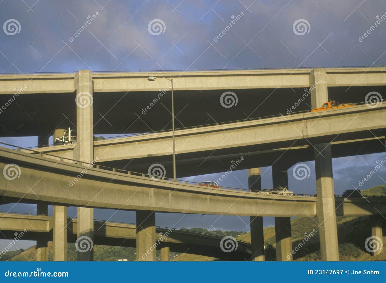 Passage supérieur d autoroute