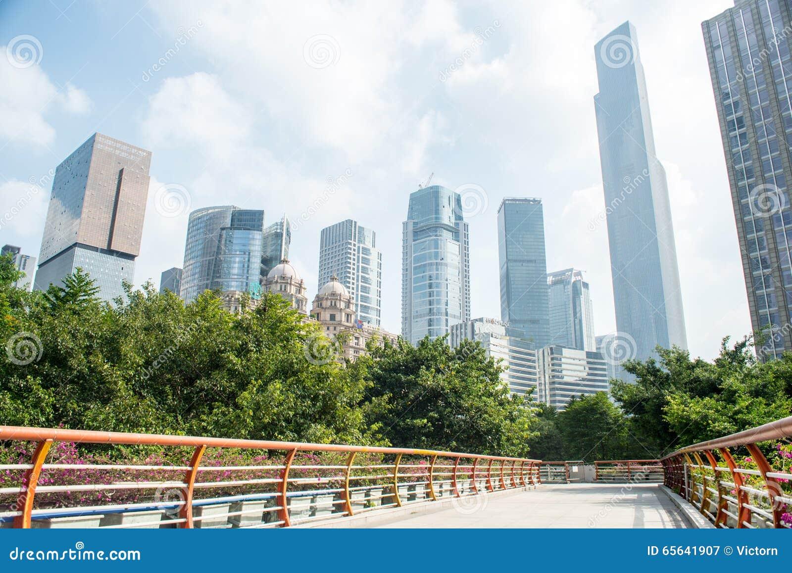 Passage supérieur dans le centre ville
