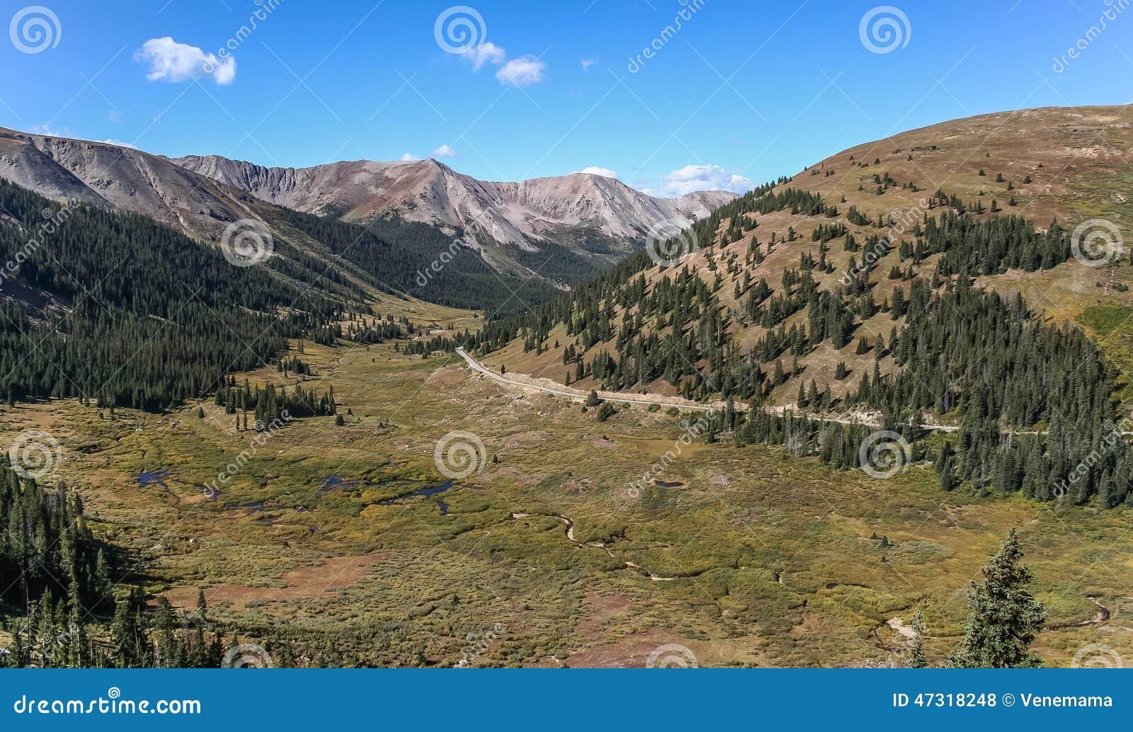 Passagem da independência nas montanhas rochosas