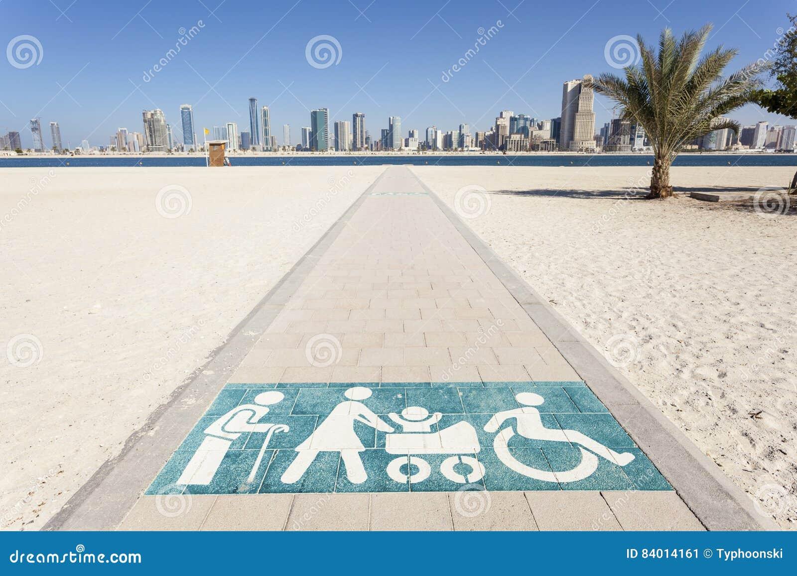 Passagem deficiente à praia em Dubai