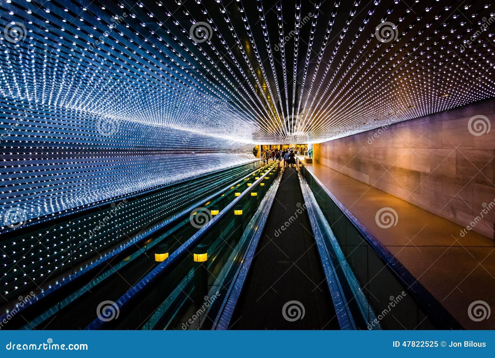 Passagem movente subterrânea no National Gallery da arte, em Wa