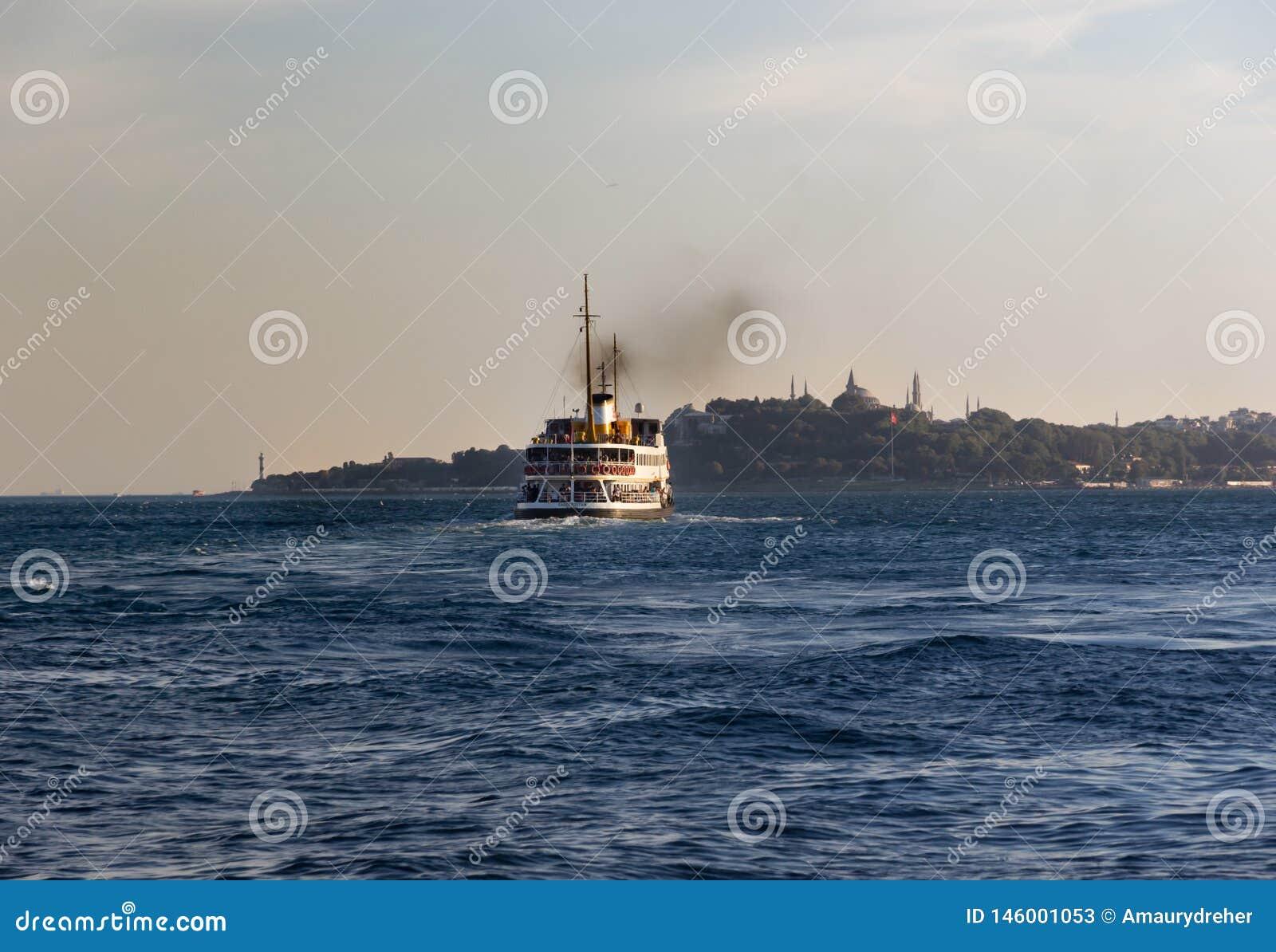 Passagers de transport d un ferry à Eminonu