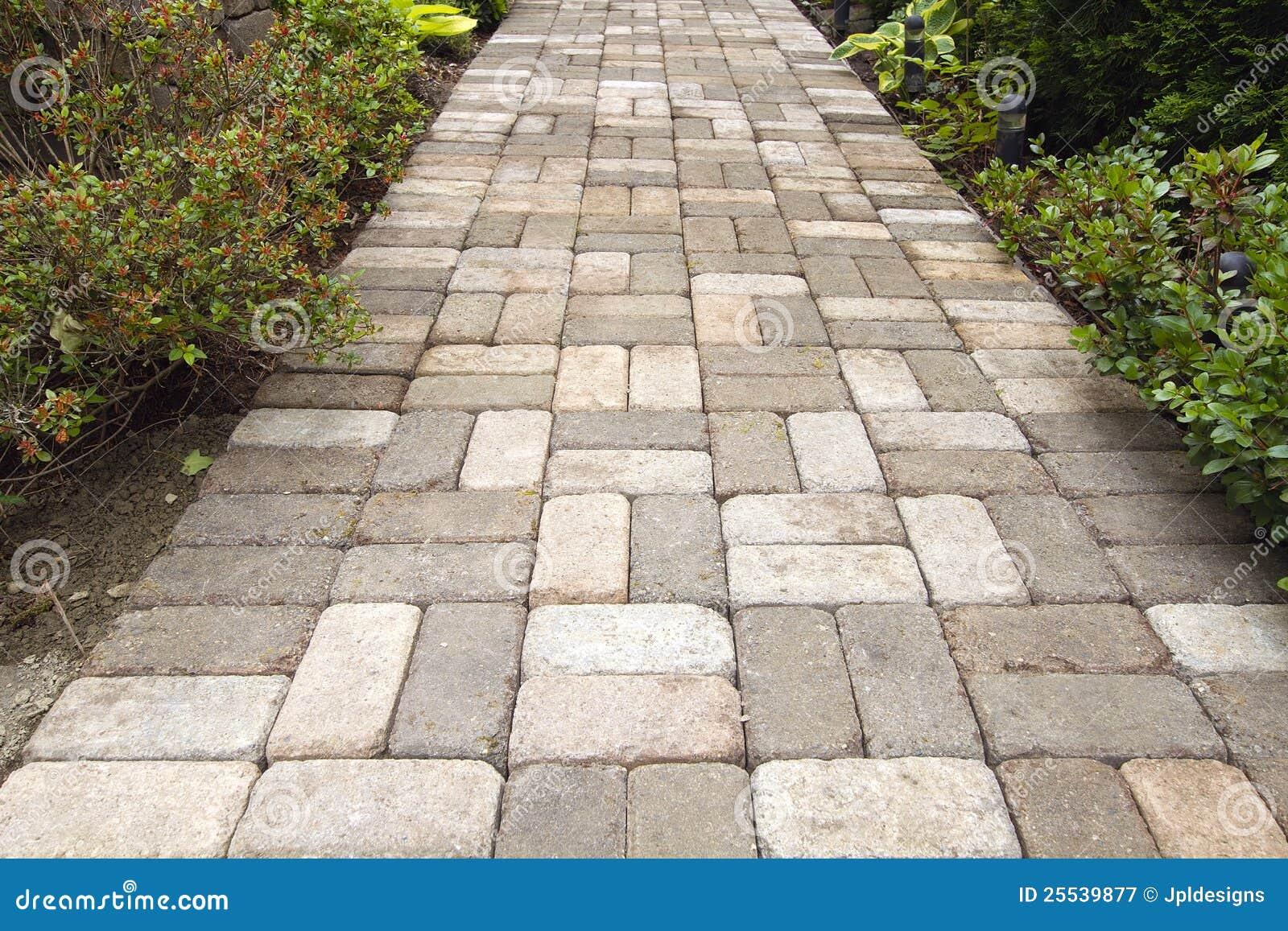 Passaggio pedonale del percorso del lastricatore del for Costo del mattone da costruire