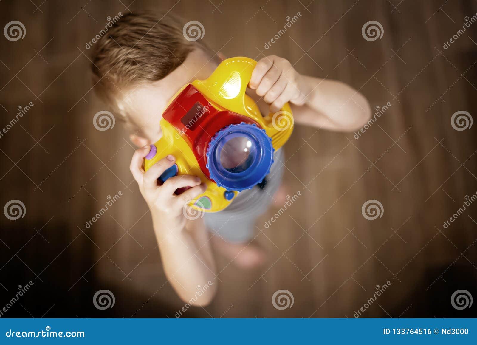 Passande fotograf för gullig pojke