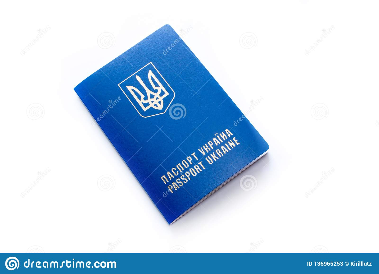 Passaporte ucraniano, isolado no branco