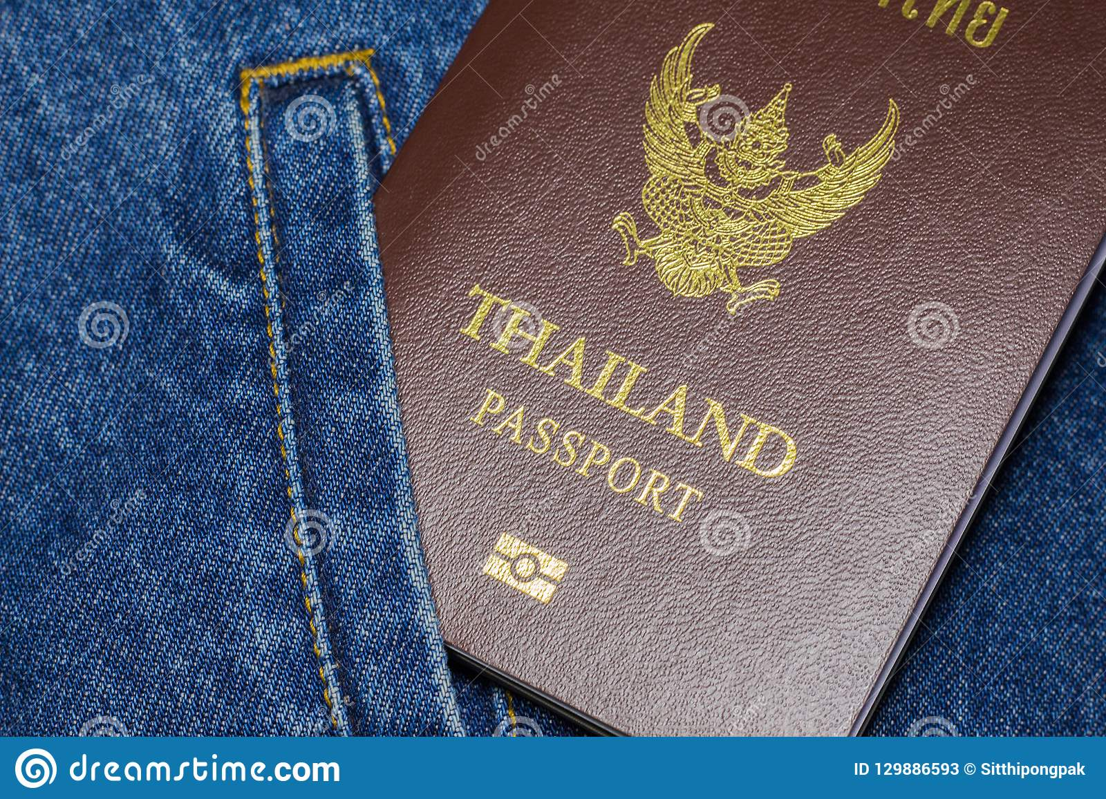 Passaporto sui jeans